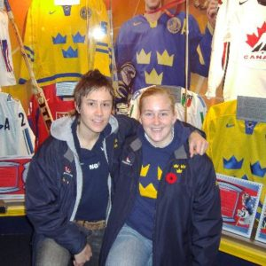 Maria och Kim Martin på Hockey Hall of Fame