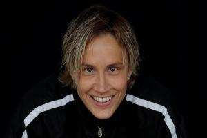 Maria Rooth är en inspirationsföreläsare som erbjuder föreläsningar om motivation online eller på plats.